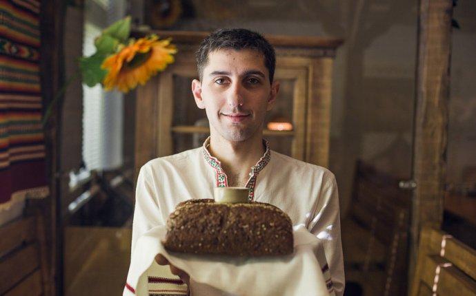 У каждой хозяйки борщ свой»: официанты из Украины о любимых блюдах
